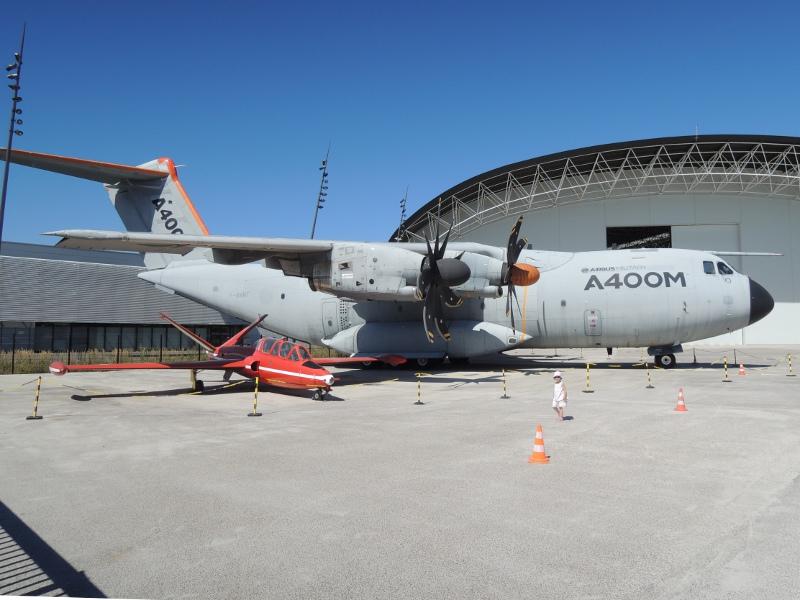 Militärflugzeug A400M im Aéroscopia