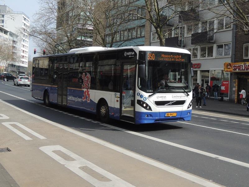 Bus des von Arriva Nederland betriebenen Limburgliners in Aachen Bushof