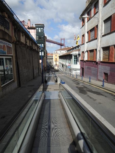 Laufband auf dem Gehweg in Portugalete