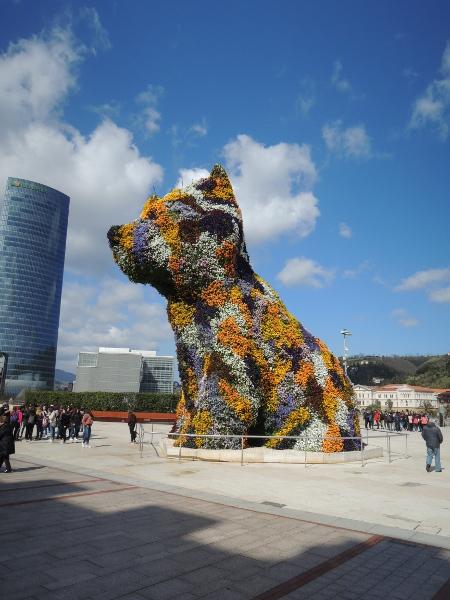 Skulptur 'Puppy' vor dem Guggenheim-Museum Bilbao