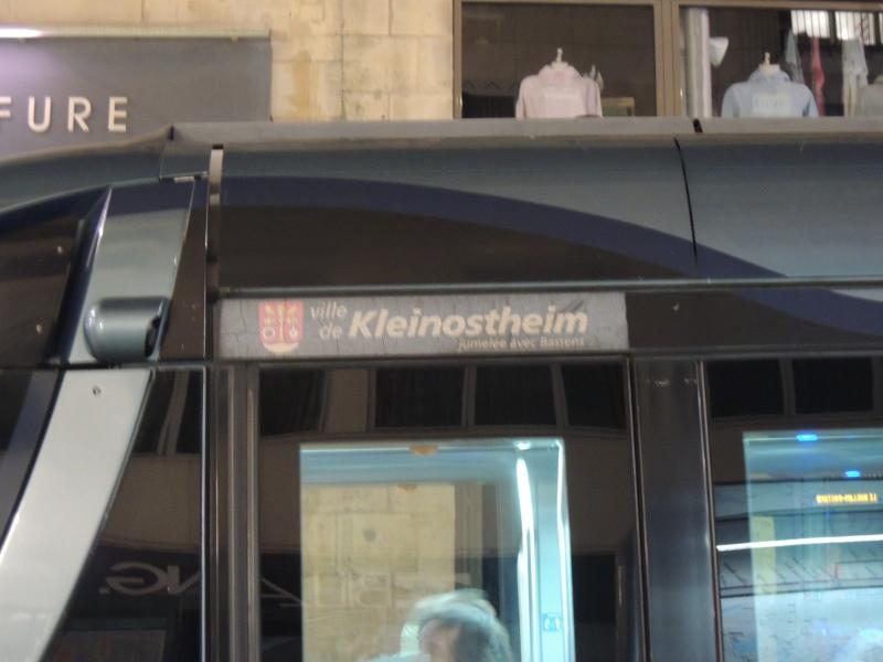Auf den Namen Kleinostheim getaufte Straßenbahn in Bordeaux