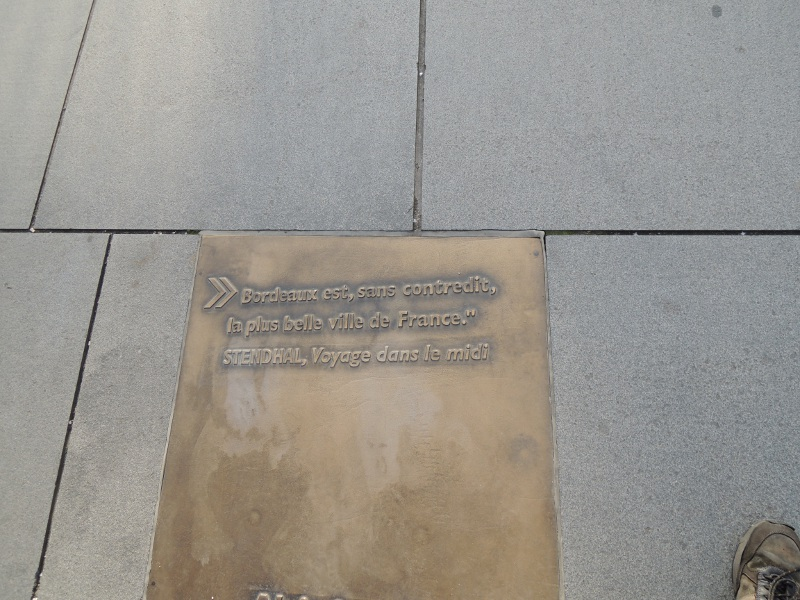 Inschrift im Boden in Bordeaux