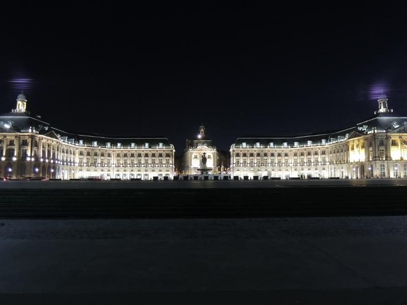 Place de la Bourse bei Nacht