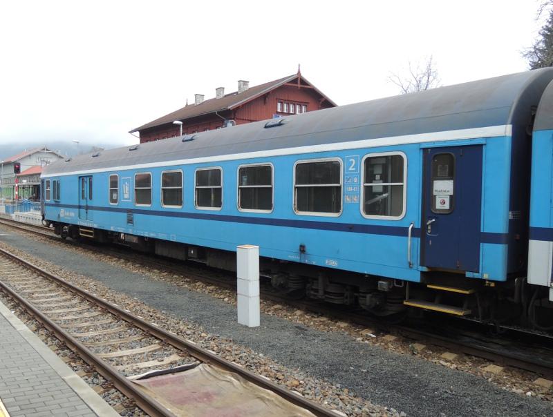 Zug mit CD-Baureihe 754