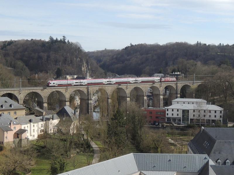 Pulvermühle-Viadukt mit CFL-Doppelstockzug
