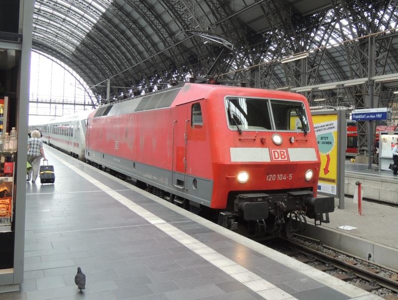 DB-Ellok der BR 120 mit IC