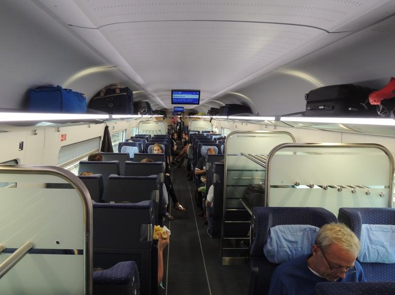Sitzbereich im ICE 4