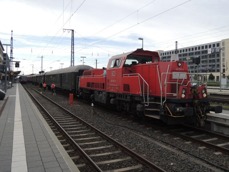 Zug der Museumseisenbahn Hanau mit 261 052 der DB