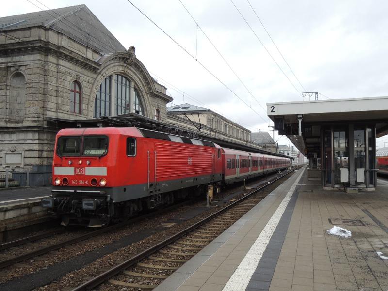 143 mit x-Wagen auf der Nürnberger S2