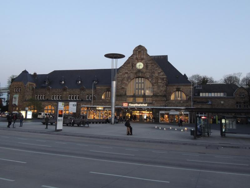 Aachen Hbf vom Vorplatz aus gesehen