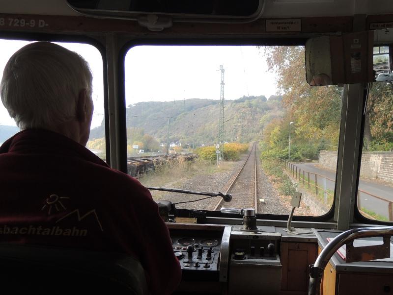 798 der Kasbachtalbahn bei der Einfahrt auf die Steilstrecke