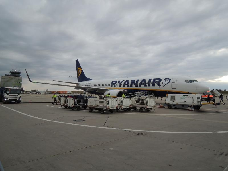 Ryanair-Flug 4478 ist gerade aus Santiago de Compostela in Hahn gelandet