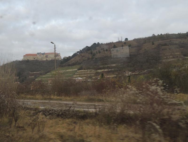 Blick aus dem Zug auf Schloss Neuenburg