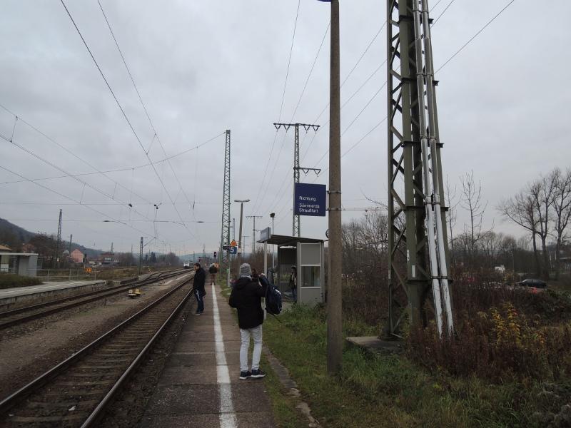 Warten auf die Pfefferminzbahn in Großheringen