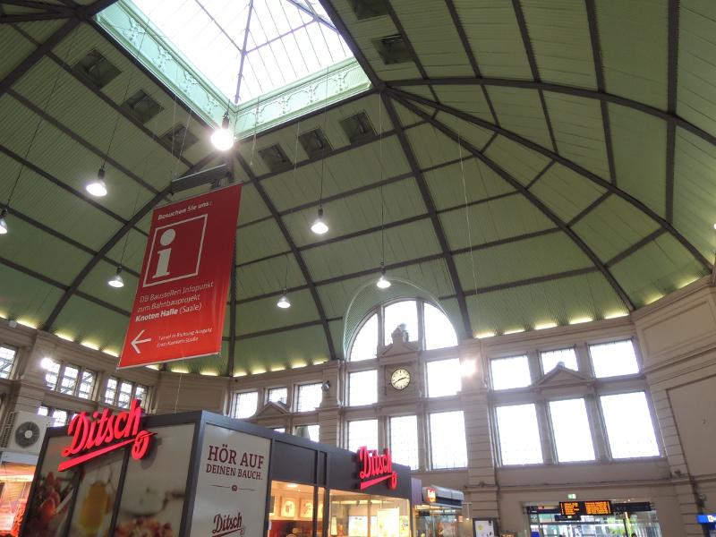 Eingangshalle von Halle (Saale) Hbf