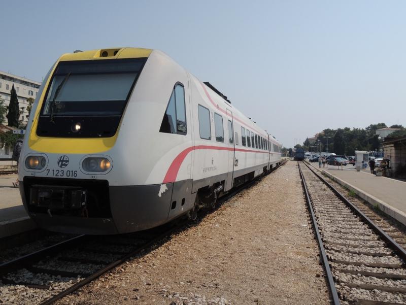 HŽ-Neigezug von Zagreb nach Split