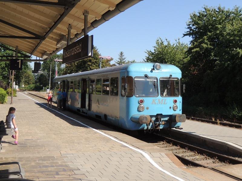 Abfahrbereiter Esslinger Triebwagen der Kreisbahn Mansfelder Land