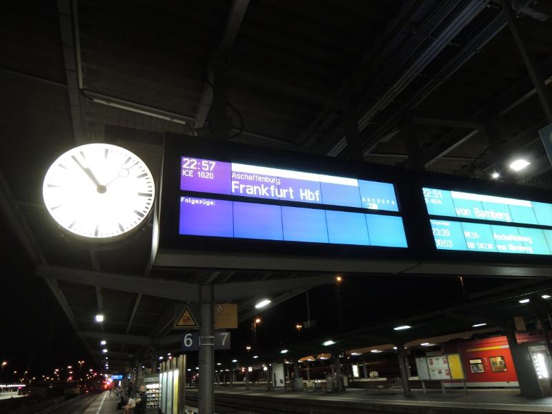 Zugzielanzeiger in Würzburg Hbf