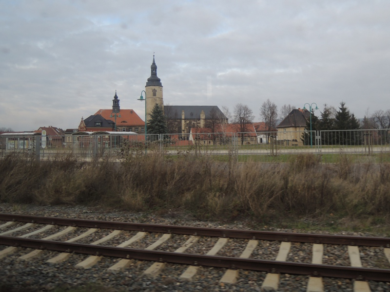 Blick aus dem Zug auf die Altstadt von Laucha