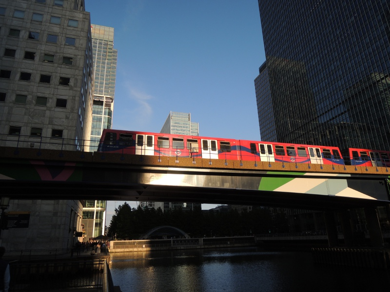 Zug der Dockland Light Railway