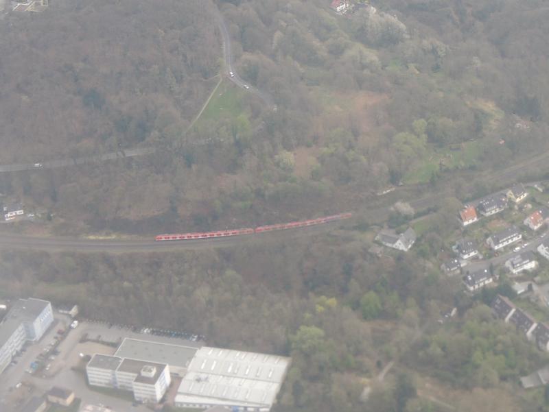 Luftaufnahme einer S 6 bei Kettwig Stausee