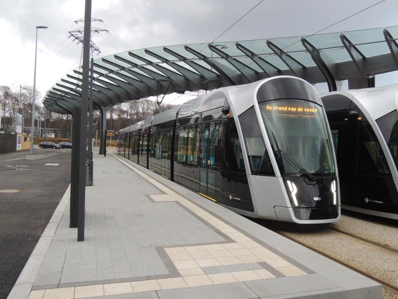 Luxemburger Straßenbahnwagen an der Endstation Luxexpo