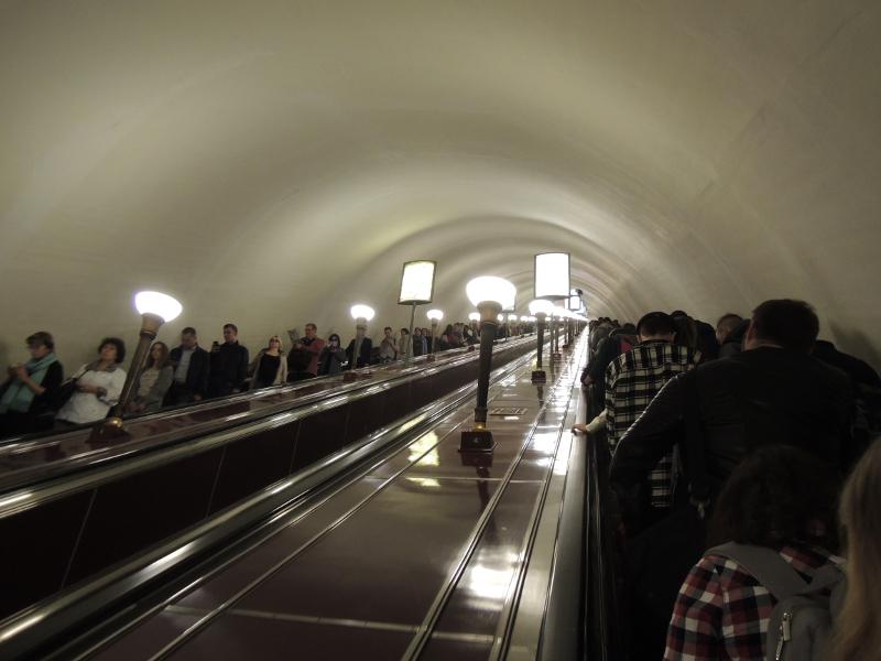Rolltreppe in der Station Tschernyschewskaja