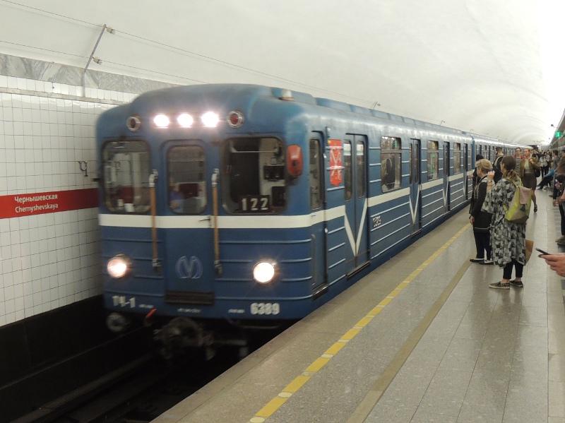 Älterer Metrozug in St. Petersburg