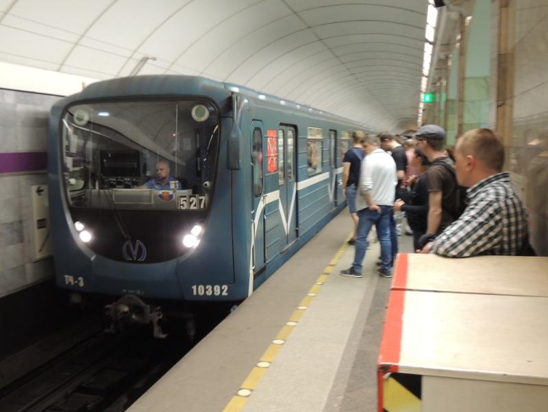 Neuerer Metrozug in St. Petersburg