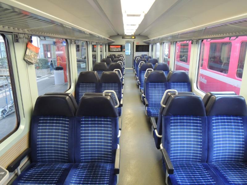 Innenansicht eines RhB-Personenwagens