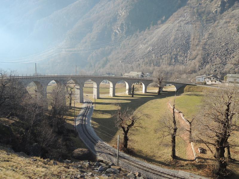 Fahrt durch den Kreisviadukt von Brusio