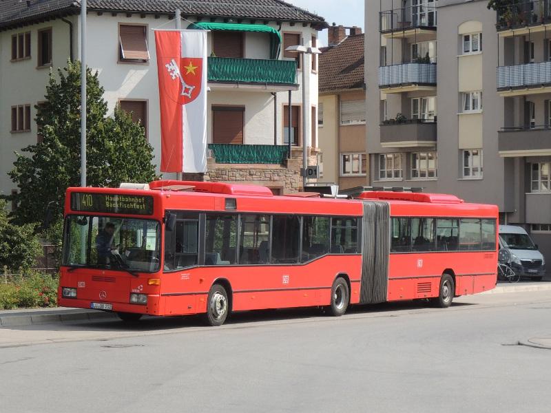 Älterer Mercedes-Gelenkbus von Rheinpfalzbus