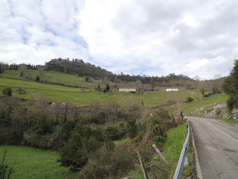 Weg von Puente Viesgo zur El-Castillo-Höhle