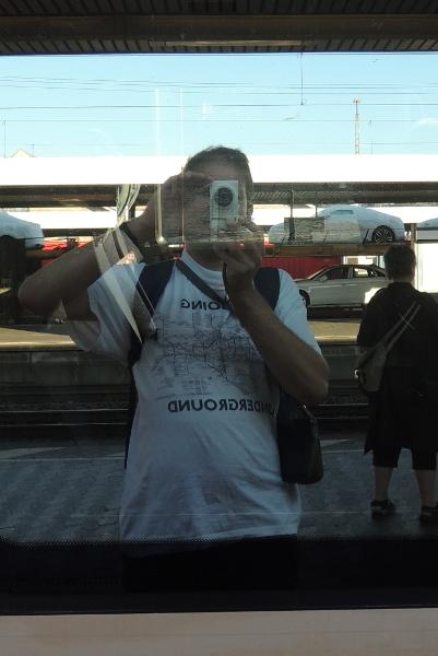 Selfie mit London-Underground-T-Shirt