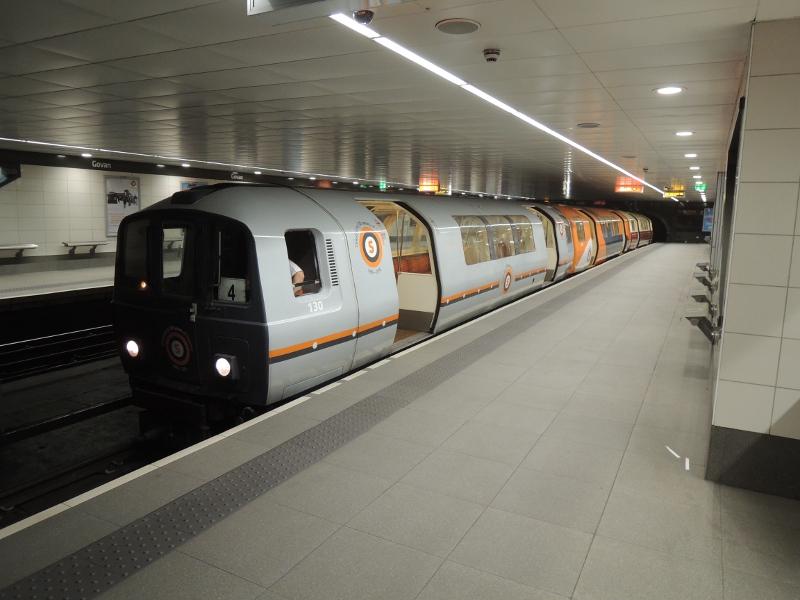 U-Bahn-Wagen in historischer Farbgebung