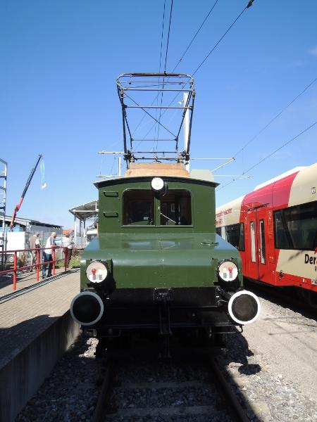 Frontansicht von Lok Lina der Trossinger Eisenbahn