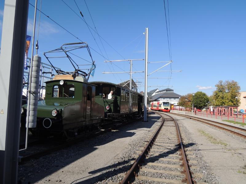 Lok Lina der Trossinger Eisenbahn und HzL-Regio-Shuttle