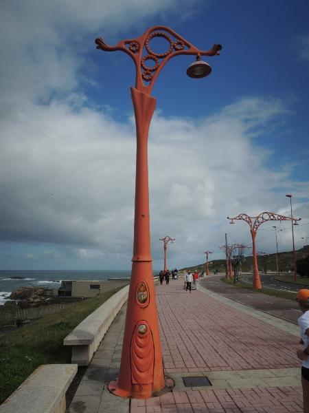 Gleise und Masten der historischen Straßenbahn La Coruña