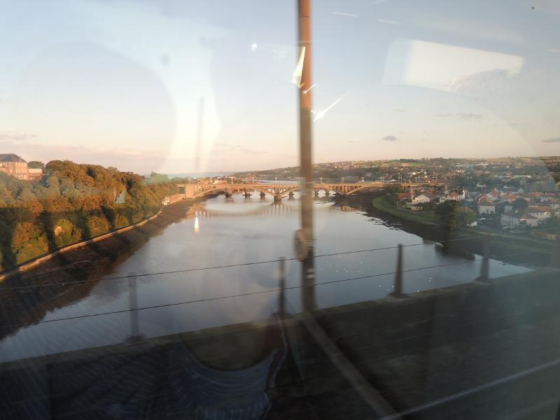 Blick aus dem Zug auf Berwick-upon-Tweed
