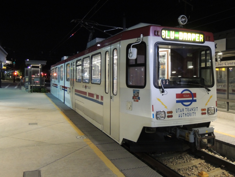 TRAX-Straßenbahn der UTA
