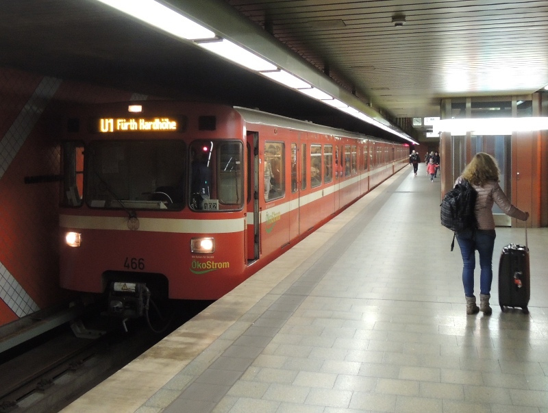 A-Wagen der Nürnberger U-Bahn mit LED-Matrixanzeige