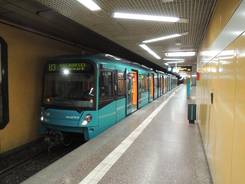 U5-Wagen der Frankfurter U-Bahn